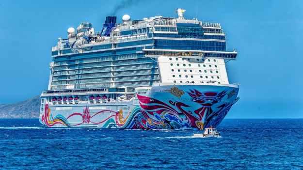 white cruise ship on the sea